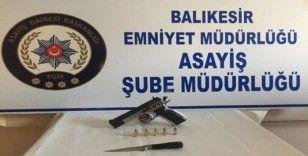 Balıkesir'de polis asayiş uygulamasında 3 silah ele geçirdi