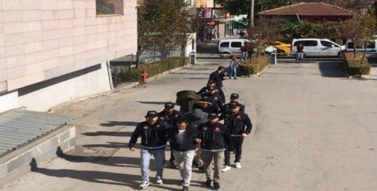 Zehir taciri 5 zanlı tutuklandı