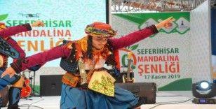 Seferihisar'daki turuncu festivale binlerce kişi katıldı