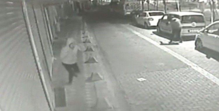 Zeytinburnu'nda sokak ortasında silahlı çatışma kamerada