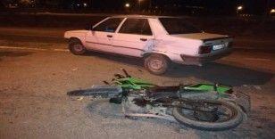 Motosiklet ile otomobil çarpıştı:1 yaralı