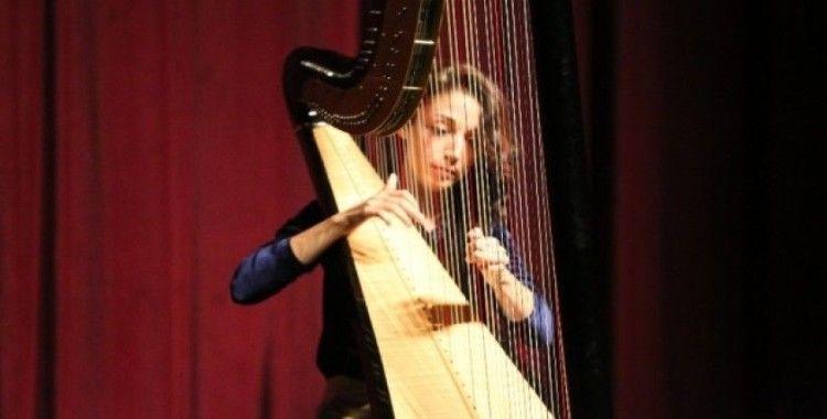Maltepe'de arp sanatçısı Meriç Dönük'ten Anadolu tınıları