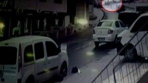 Genç kız tıka basa dolu yolcu minibüsünde böyle düştü