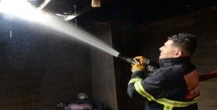 Ev yangını itfaiye ekiplerinin müdahalesi ile söndürüldü