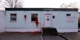 Camiye boyalı saldırı