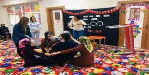 Uludere'de ara tatil programında öğrencilere drama eğitimi