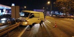 Panelvan minibüs bariyerlere çarptı: 1 yaralı