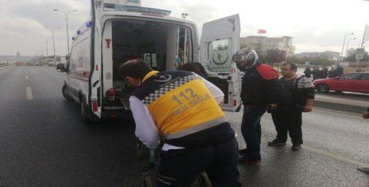 (ÖZEL) E-5'te yolcu indirmek istedi zincirleme kazaya neden oldu: 1 yaralı