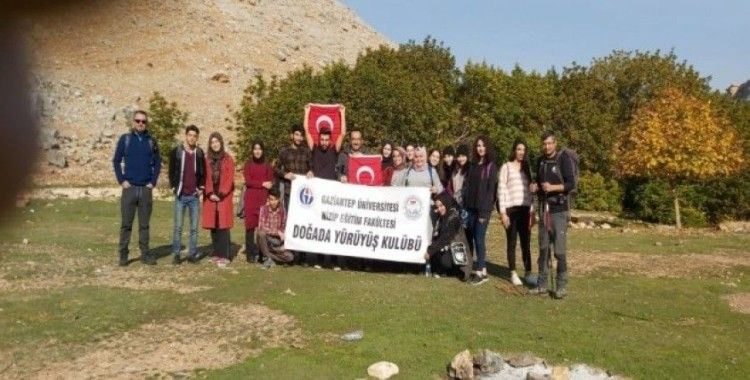 Doğada Yürüyüş Topluluğu üyeleri Öğretmenler Günü için yürüdü