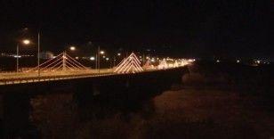 547 metrelik köprünün ışıkları, kadınlar için turuncu yandı