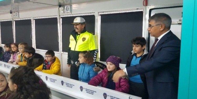 """""""Mobil Trafik Eğitim Tırı"""" Karabük'te"""