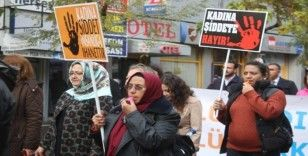 Kadına yönelik şiddete düdükle 'hayır' dediler