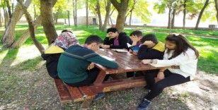 Silvan'da lise öğrencilerinden kitap okuma etkinliği