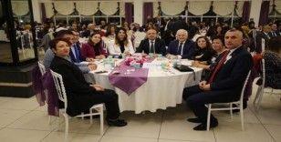 Burhaniye'de öğretmenler yemekte bir araya geldi