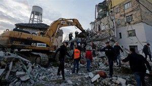Arnavutluk'ta peş peşe depremler