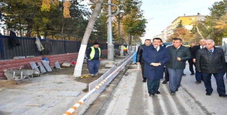 Başkan Gürkan, kaldırım çalışmalarını inceledi