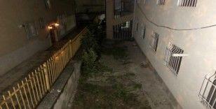 Başkent'te cinnet getiren genç balkondan düştü