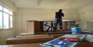 Büyükşehir Kulak Ortaokulu'nu boyadı