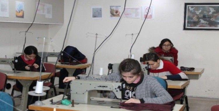 Tosya'da tekstil sektörüne ara eleman yetiştirmek için moda tasarımı bölümü açıldı