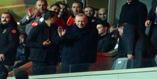 Cumhurbaşkanı Erdoğan, Başakşehir'i yalnız bırakmadı