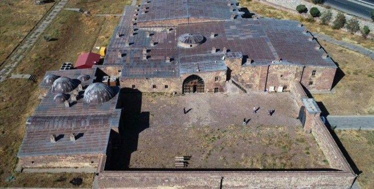 İpek Yolu'nda kervanların uğrak yeri: El-Aman Kervansarayı ve Başhan