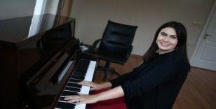 Bursa'da yaşayan Rus piyanist, genç yetenek avcısı