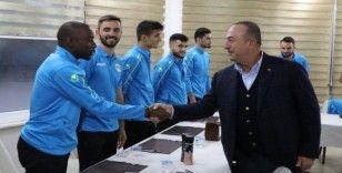 Bakan Çavuşoğlu, Alanyapor Kulübünü ziyaret etti