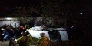 Ehliyetsiz ve alkollü sürücünün kullandığı araç devrildi: 2 yaralı