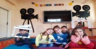 Uludere'de öğrencilere sinema sınıfı açıldı