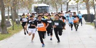 Küçükçekmece'de genç atletler yarıştı