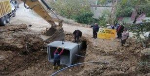 Büyükşehir ekipleri, yağışlardan zarar gören yolları onardı