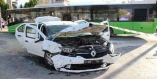 Otobüs ile otomobilin çarpıştığı kazada 7 kişi yaralandı
