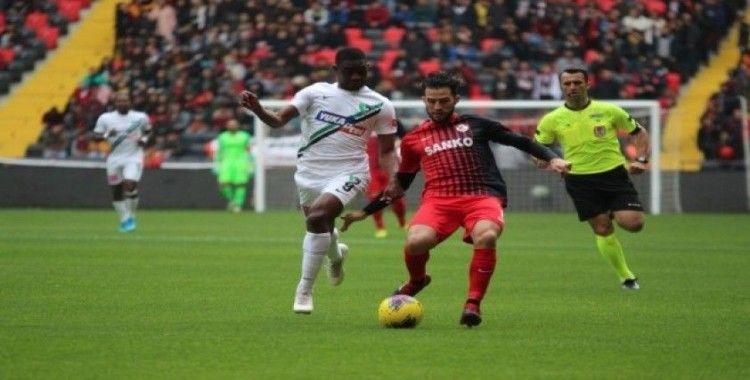 Süper Lig: Gaziantep FK: 0 - Denizlispor: 0 (İlk Yarı)