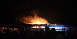 Otomotiv yan sanayi fabrikasındaki yangın devam ediyor
