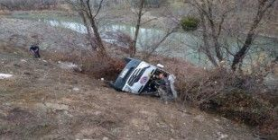 Hentbol takımını taşıyan minibüs kaza yaptı: Ölü ve yaralılar var