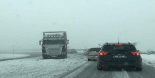 Çamlıbel Geçidi'nde sürücülere kar engeli