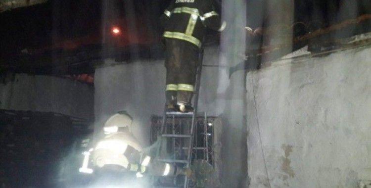 Burhaniye'de baca yangını evi kul etti