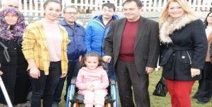 İhtiyaç sahiplerine tekerlekli sandalye, görme engelliler için baston