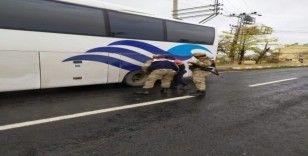 Jandarma trafik ekipleri kış lastiklerini denetledi