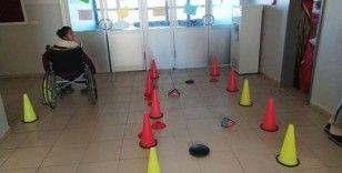 Engelliler için işaret dilini öğrenip klip çektiler