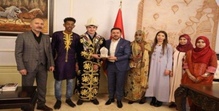 NUDER Başkanı Kahriman ve yabancı öğrenciler Başkan Arı'yı ziyaret etti