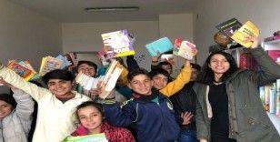 O kitaplar köy okulundaki öğrencilere ulaştı