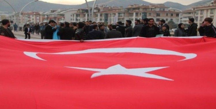 Amasya'da Bayrağa ve Şehitlere Saygı Yürüyüşü