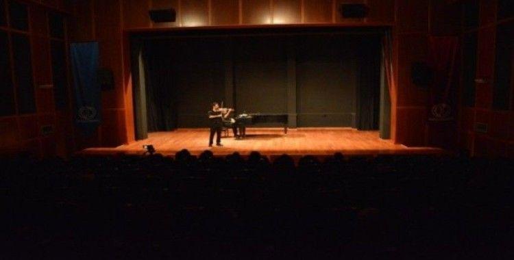 Konservatuvar öğrencilerinden keman ve piyano resitali