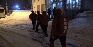 Kayıp 2 dağcıyı arayan ekipler sabahın ilk ışıklarında arama çalışmalarına yeniden başladı