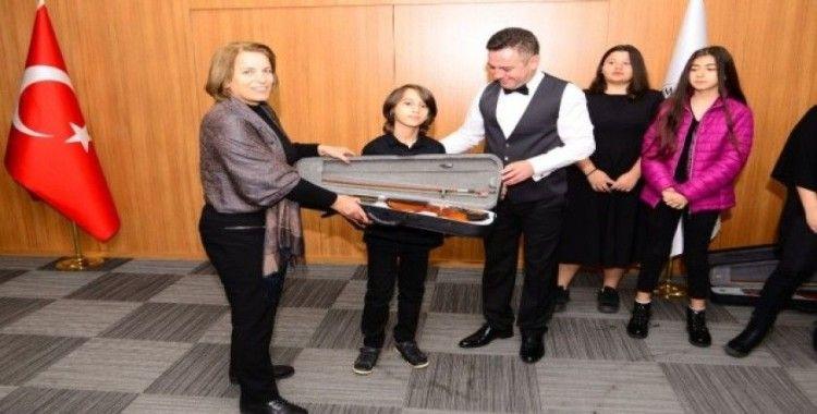 Nif Çocuk Orkestrası enstrümanları törenle teslim edildi
