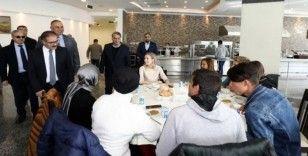 Rektör Gür, engelli öğrencilerle yemekte bir araya geldi