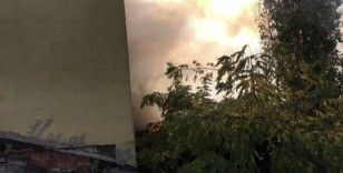 Beyoğlu'nda ev alev alev yandı