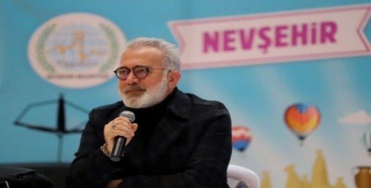 """Yazar Yenişehirlioğlu,"""" Kitap okuyarak çocuklarına örnek olun"""""""