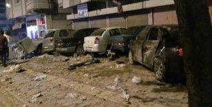 Kontrolden çıkan otomobil park halinde araçlara çarptı
